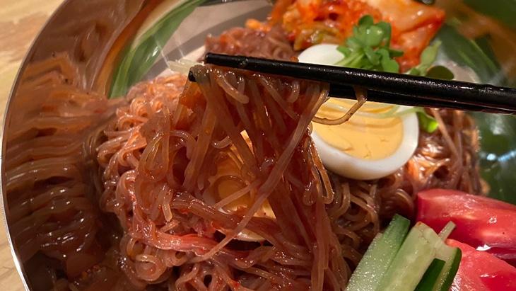 【五星】宋家のビビム冷麺 麺