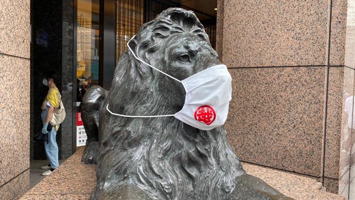 銀座 三越 ライオン像 マスク